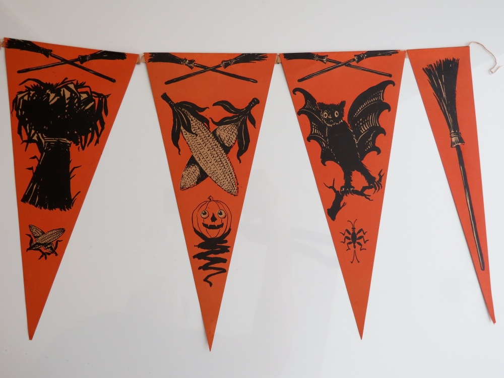 Hallowe'en Pennant Banner, USA, Beistle, (no mark), 1918-1920, non-embossed.  Pennants: 11.5